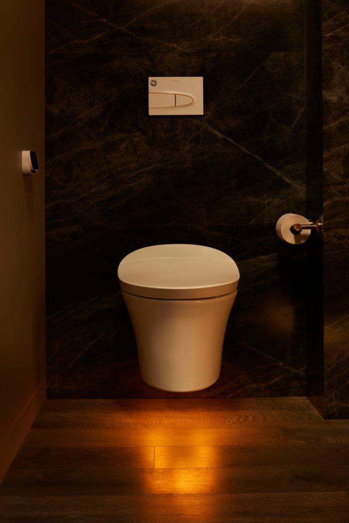 Kohler представила умный туалет с Google Assistant и космической ценой