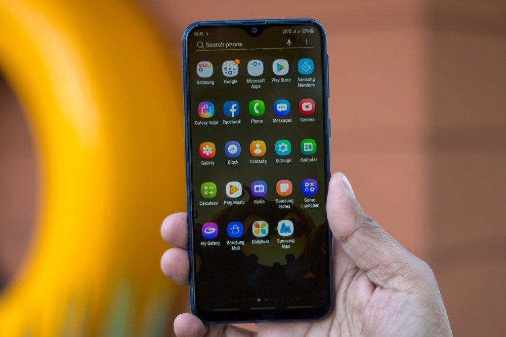 Обзор Samsung Galaxy A10: почему так дешево?